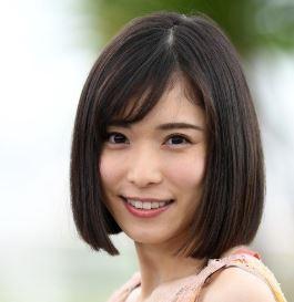 松岡茉優の現在は整形で顔が変わった?昔の子役時代や高校の卒アル画像と比較!