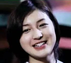広末涼子の激太り写真は全盛期の若い頃と違いすぎ?太ってた時と高校時代の卒アルで劣化したかも画像比較!