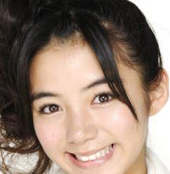 池田エライザのハーフ顔は整形なのか天然か?高校の卒アルや昔の子供時代の画像と比較!