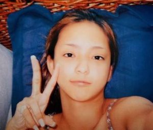 安室奈美恵の現在の姿は顔もスタイルも変化なし?すっぴんや昔の卒アル画像で比較!