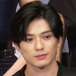 新田真剣佑は整形で目を二重にして顔変わった?子供時代から変化があるのか画像で比較!