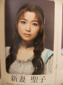 新妻聖子の現在は整形で顔が変わった?昔のミュージカル出演した若い頃の画像が別人?