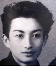 美輪明宏の若い頃はハーフ顔でイケメンすぎ?昔から現在までの見た目の変化を画像で比較!
